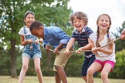 Met het programma Buiten Buurt in Actie en de online gymlessen blijft de jeugd ook in coronatijd in beweging.