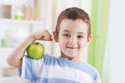 Met de SuperFIT-rugzak kunnen peuters ook thuis aan de slag met gezond eten en lekker bewegen.